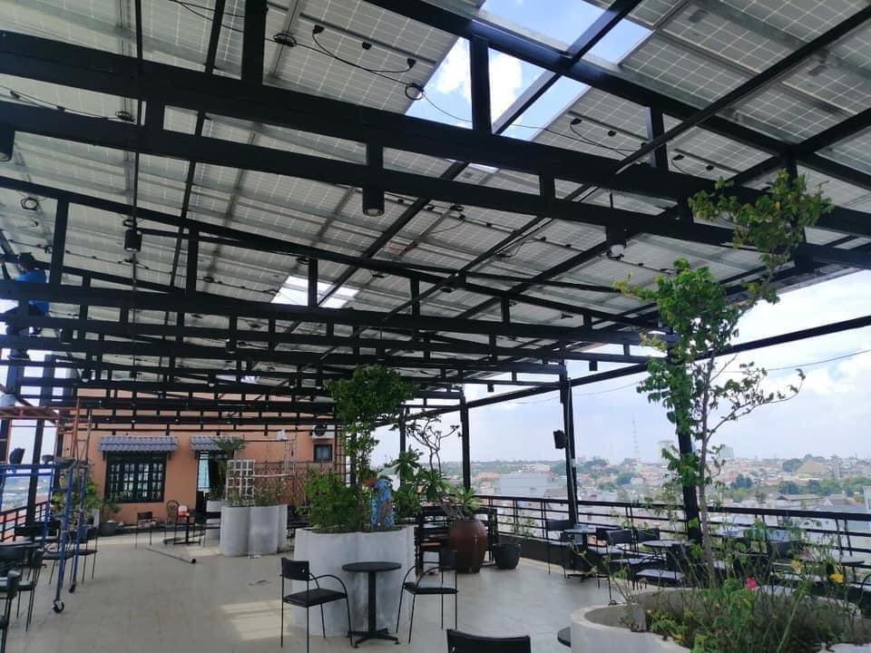 Pin Điện mặt trời tận dụng làm quán cfe tại Đồng Tháp