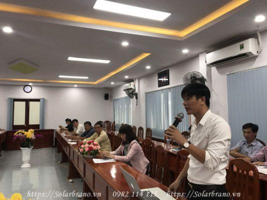 Giám đốc Ánh Dương Luxury trình bày kiến thức về Điện mặt trời áp mái nhà Đồng Tháp
