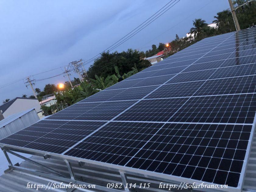 hệ thống pin năng lượng từ mặt trời
